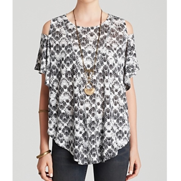 0e94b432b37843 Free People Tops - Free People Cold Shoulder Print Top